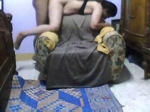 واد فحل مأجر شرموطة وعمل وضع على الكرسى  وفشخ رجلية ونيكة بوضع مثير