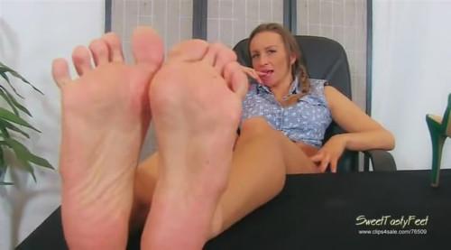 Ssbbw Poops On Slave
