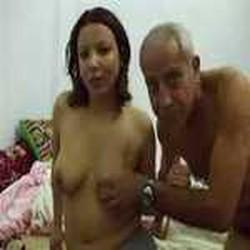 سكس محرم ابوها رجل عجوز يدخل علية يقفش فية ويخلع ملابسة