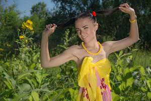Kina-A-Yellow-Lace--a6so4etoek.jpg