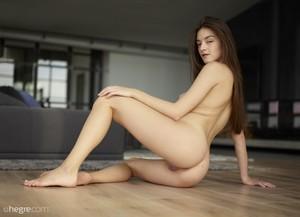 Arina-Home-Nudes--c6sprdnpht.jpg