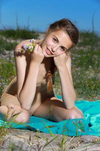 Elle-Beach-Day-With-A-Friend-2--n6ta5aeyxi.jpg