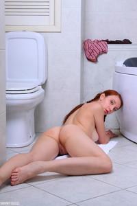 Anna-Sexy-Redhead--s6tcboxsc2.jpg
